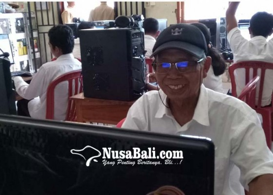 Nusabali.com - pekak-73-tahun-ikut-kejar-paket-c-karena-termotivasi-menteri-susi