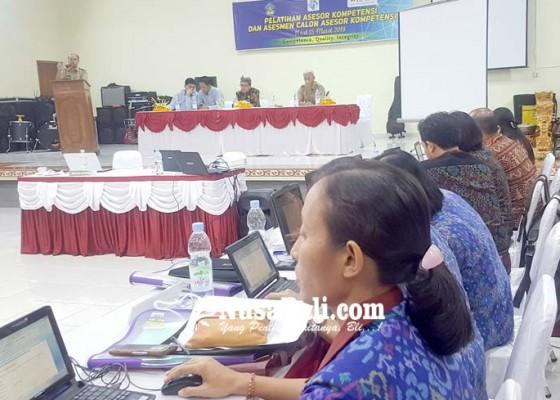 Nusabali.com - puluhan-guru-berjuang-dapatkan-sertifikat-asesor