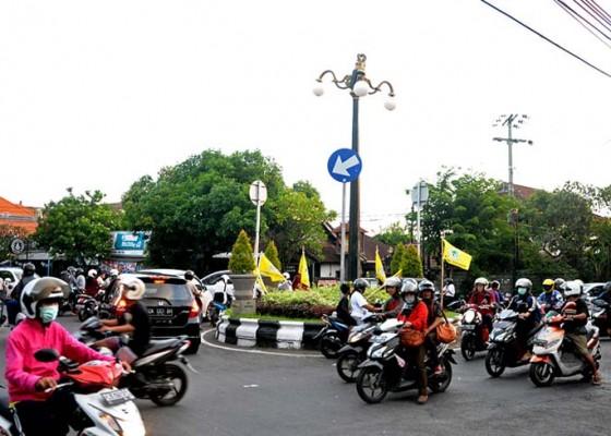 Nusabali.com - hari-ini-rekayasa-lalin-di-bundaran-akasia