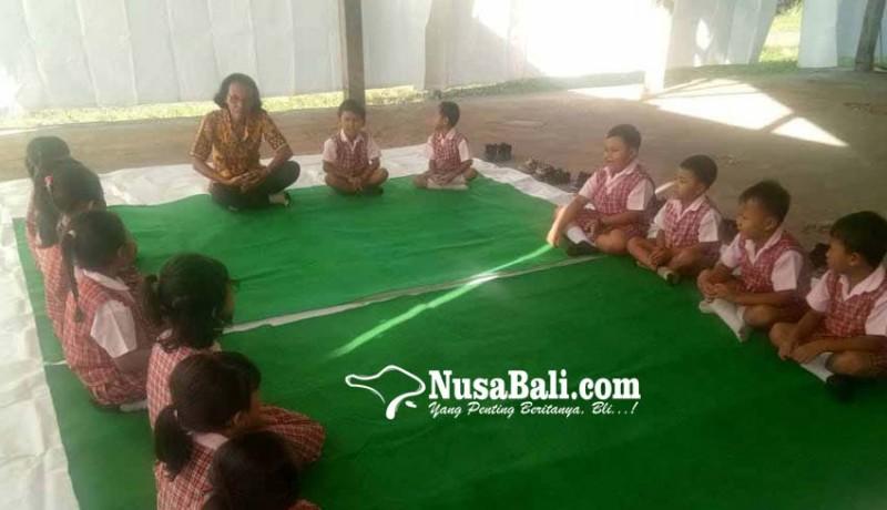 www.nusabali.com-tk-kumara-guaji-belajar-di-balai-desa