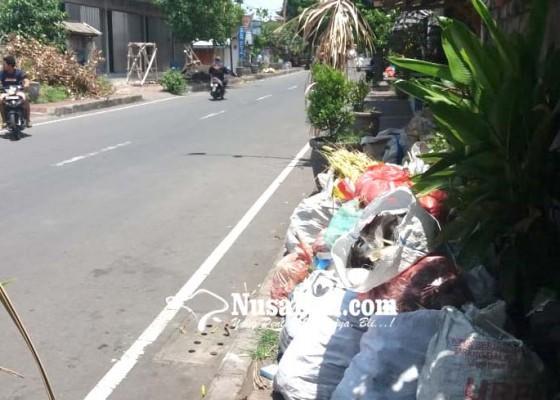 Nusabali.com - sampah-di-kusamba-pun-menumpuk