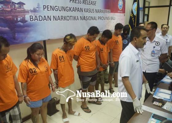 Nusabali.com - 1-kg-shabu-diselundupkan-dalam-sandal