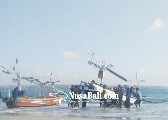 Nusabali.com - cuaca-belum-normal-nelayan-kedonganan-nekat-melaut