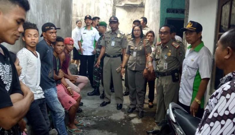www.nusabali.com-satpol-pp-pulangkan-13-duktang-asal-ntt
