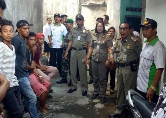 Nusabali.com - satpol-pp-pulangkan-13-duktang-asal-ntt