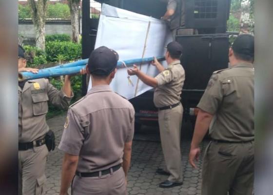 Nusabali.com - satpol-pp-berangus-puluhan-spanduk
