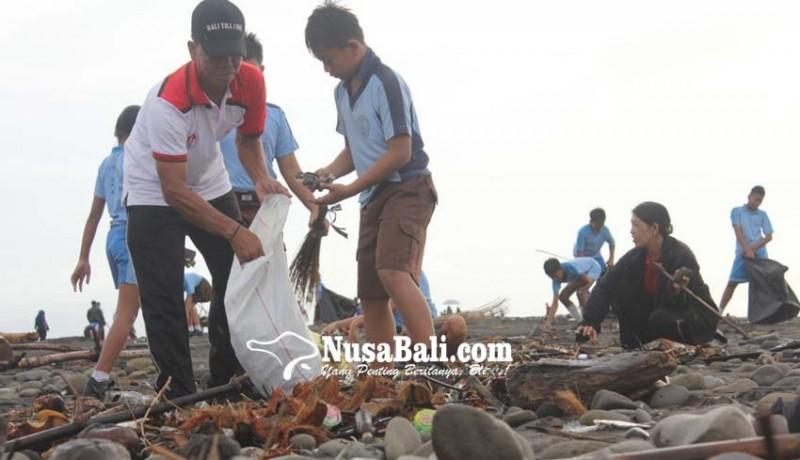 www.nusabali.com-pungut-sampah-plastik-hingga-lepas-tukik