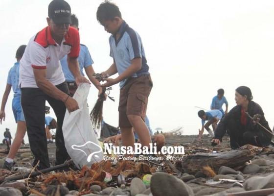 Nusabali.com - pungut-sampah-plastik-hingga-lepas-tukik