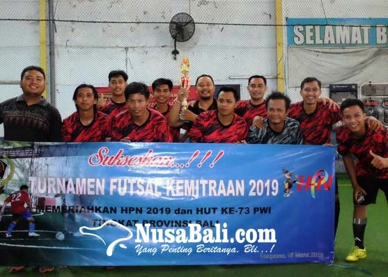 Nusabali.com - humas-denpasar-juara-futsal-hpn-2019