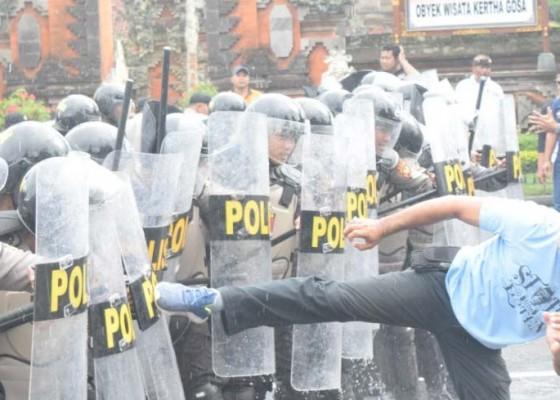 Nusabali.com - polres-klungkung-bangli-latihan-pengamanan-pemilu