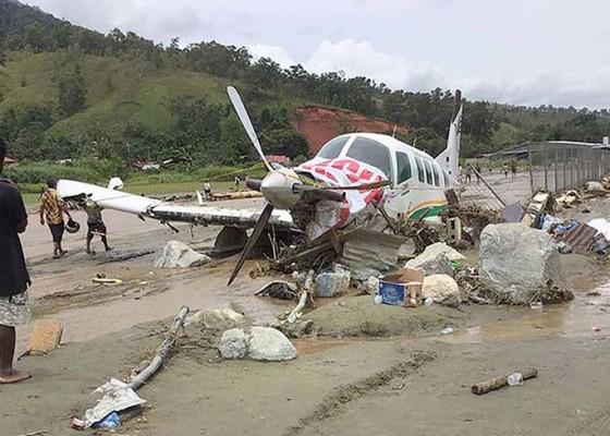 Nusabali.com - banjir-di-sentani-telan-70-nyawa