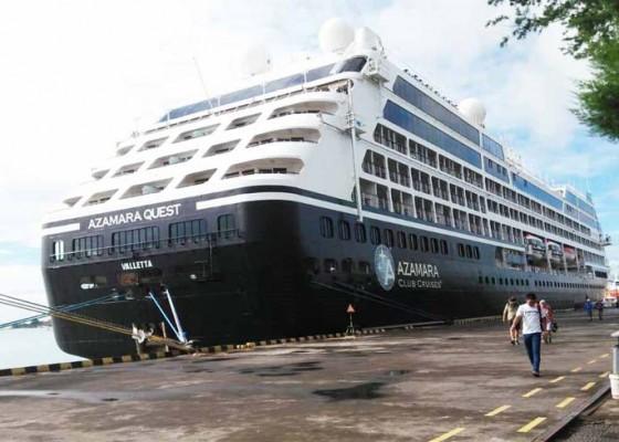 Nusabali.com - pertama-dalam-sejarah-dua-kapal-pesiar-sandar-di-dermaga-benoa