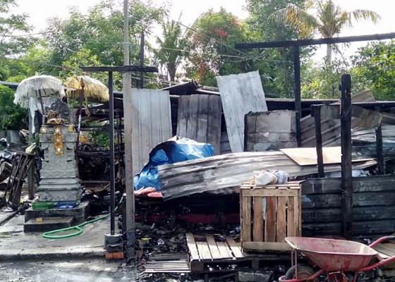Nusabali.com - gudang-bongkar-muat-barang-terbakar