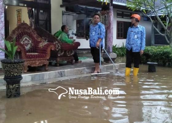 Nusabali.com - rumah-jabatan-bupati-bangli-diterjang-banjir