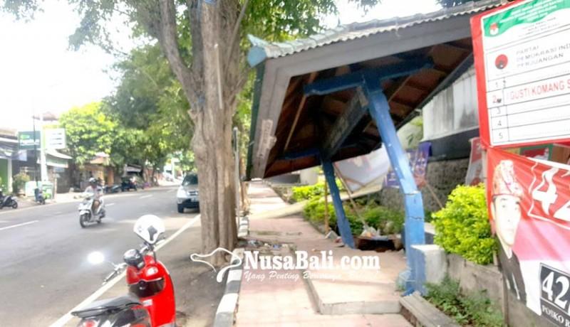 www.nusabali.com-halte-depan-pasar-buleleng-roboh-tergerus-banjir