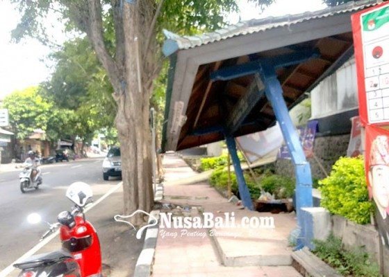 Nusabali.com - halte-depan-pasar-buleleng-roboh-tergerus-banjir