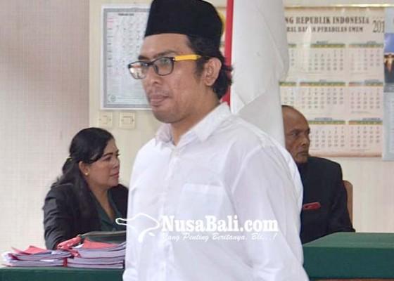 Nusabali.com - selundupkan-1887-ekstasi-pria-malaysia-divonis-7-tahun