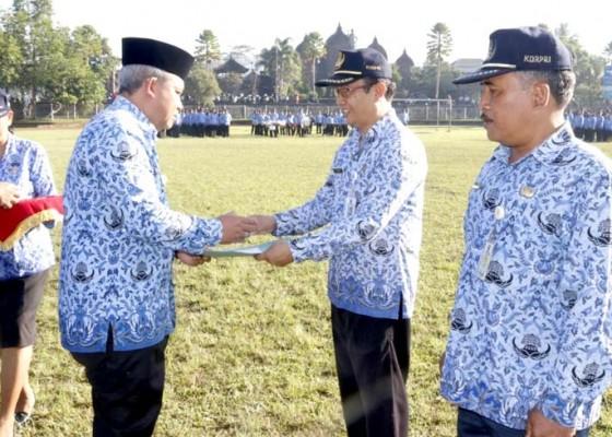 Nusabali.com - gaji-ptt-lambat-sekda-minta-maaf