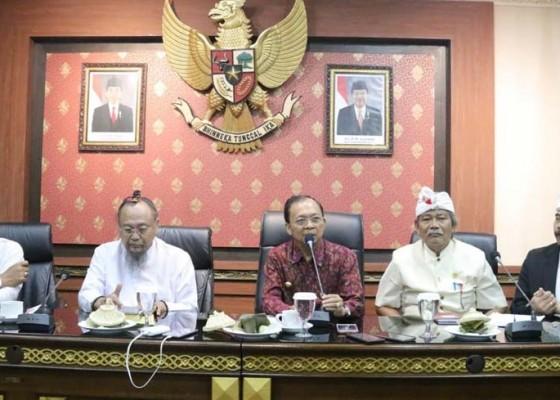 Nusabali.com - gubernur-koster-harap-krama-ikuti-keputusan-phdi