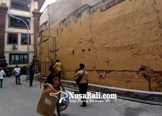 Nusabali.com - hiasan-mural-akan-sambut-jokowi-di-pasar-badung