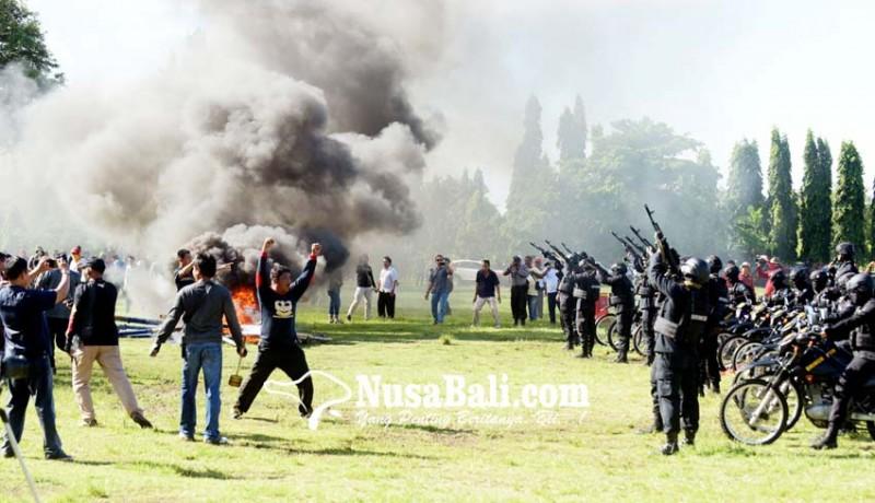 www.nusabali.com-1029-personel-polda-bali-gelar-simulasi-sispamkota