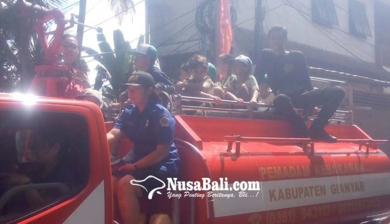 www.nusabali.com-murid-tk-paud-belajar-evakuasi-kebakaran