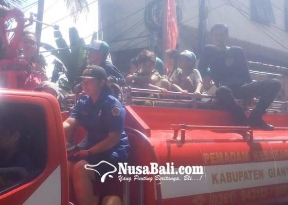Nusabali.com - murid-tk-paud-belajar-evakuasi-kebakaran