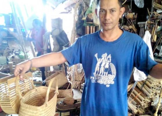 Nusabali.com - pengrajin-kembangkan-tas-belanja-berbahan-bambu
