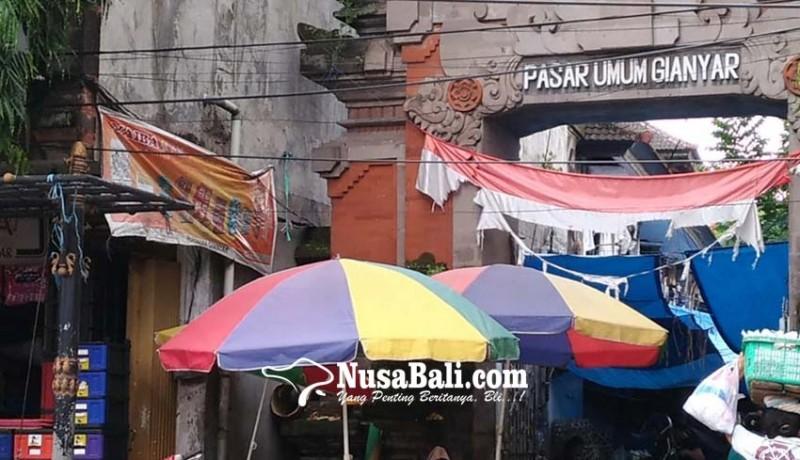www.nusabali.com-bendera-merah-putih-di-pasar-gianyar-seset-pesranting