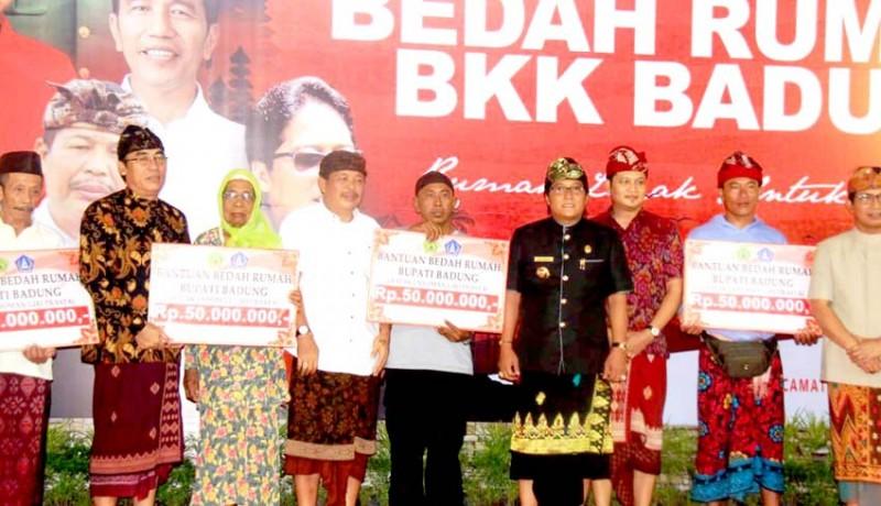 www.nusabali.com-jembrana-terima-300-unit-bedah-rumah-dari-bkk-badung
