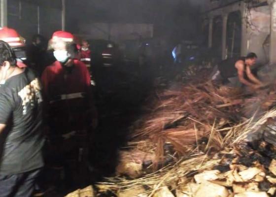 Nusabali.com - pasar-anyar-sari-kembali-terbakar