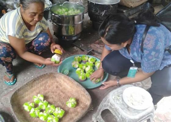 Nusabali.com - cek-makanan-tradisional-nihil-pewarna-tekstil