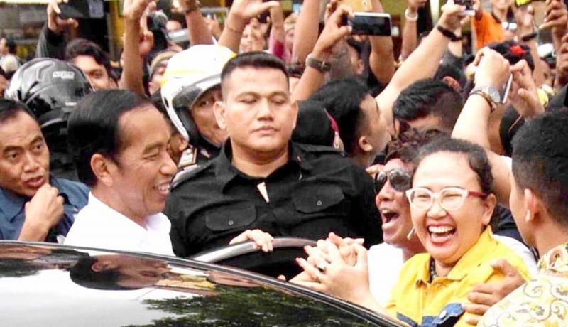 www.nusabali.com-disambut-pendukungnya-jokowi-sumringah-dan-sempatkan-selfie