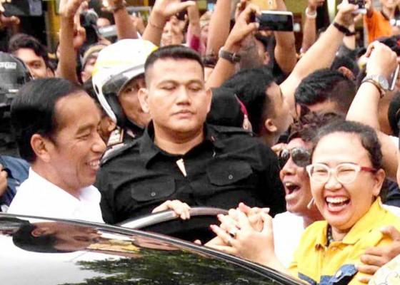 Nusabali.com - disambut-pendukungnya-jokowi-sumringah-dan-sempatkan-selfie