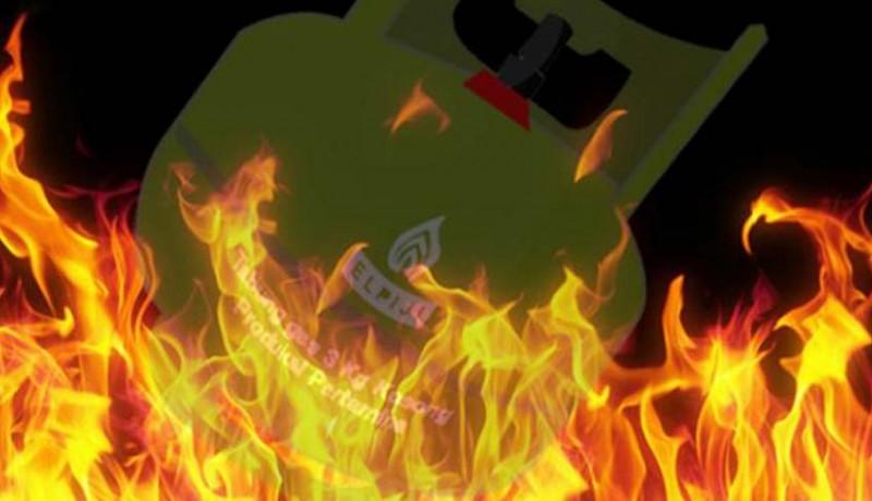 www.nusabali.com-selang-gas-bocor-dapur-nyaris-ludes-terbakar