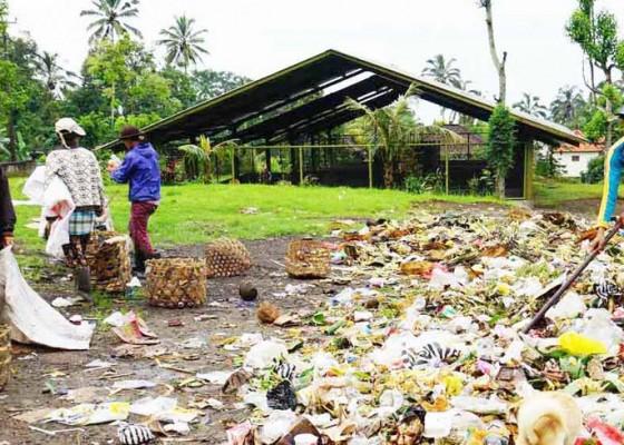 Nusabali.com - petani-tak-lagi-tertarik-komposkan-sampah-upakara