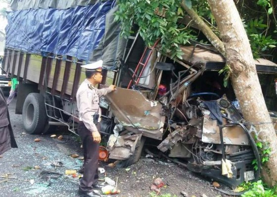 Nusabali.com - tabrakan-beruntun-truk-dan-2-pick-up-seorang-luka