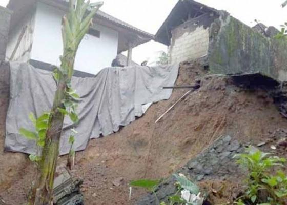 Nusabali.com - dapur-dan-palinggih-terseret-longsor
