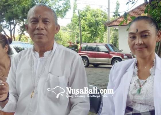 Nusabali.com - datangkan-spritualis-pindahkan-pasutri-penghuni-pohon