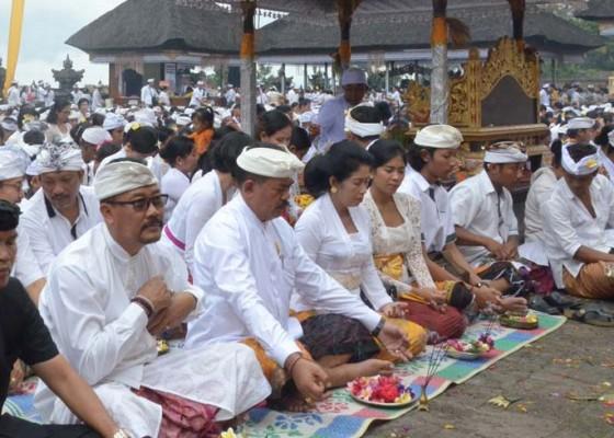Nusabali.com - pemkab-klungkung-ngaturang-bhakti-panganyar-di-pura-besakih