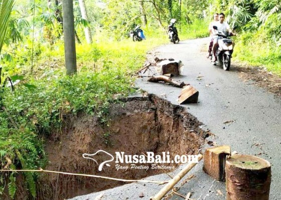 Nusabali.com - jalan-penghubung-dua-desa-terancam-putus