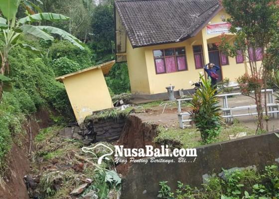Nusabali.com - diajak-gotong-royong-siswa-sdn-2-bengkel-sdn-2-kalisada-libur-sehari