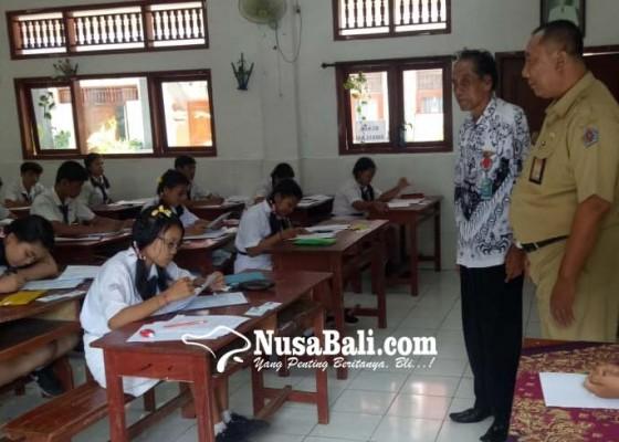 Nusabali.com - hari-pertama-usbn-smp-empat-siswa-tidak-hadir