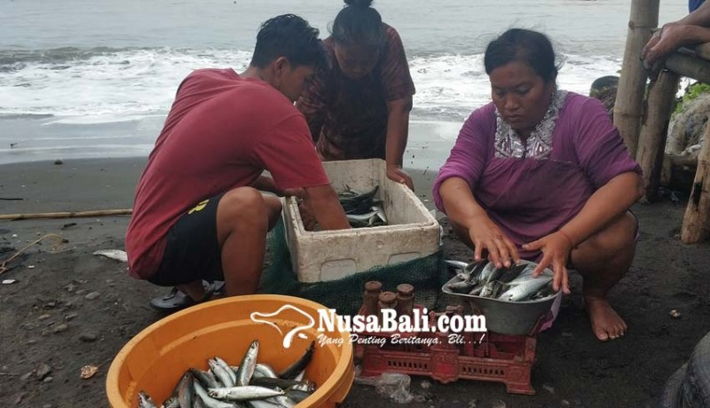 www.nusabali.com-cuaca-buruk-nelayan-pebuahan-nekat-melaut