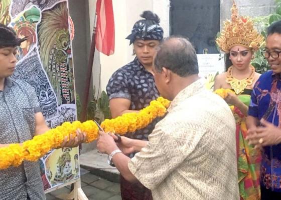 Nusabali.com - made-sunarta-beri-motivasi-pelukis-asal-kelurahan-abianbase