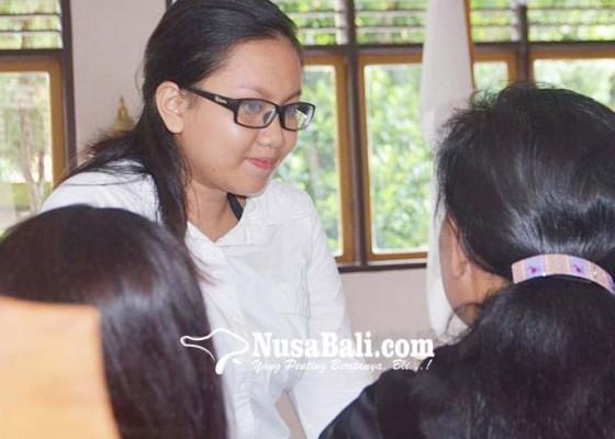 Nusabali.com - ibu-yang-bunuh-dan-kubur-bayinya-divonis-7-tahun