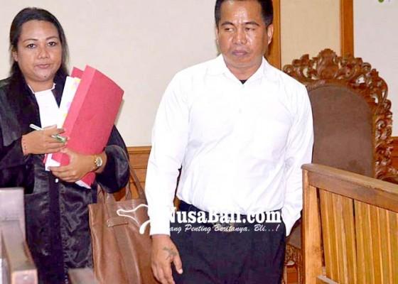 Nusabali.com - terdakwa-buta-huruf-dituntut-35-tahun