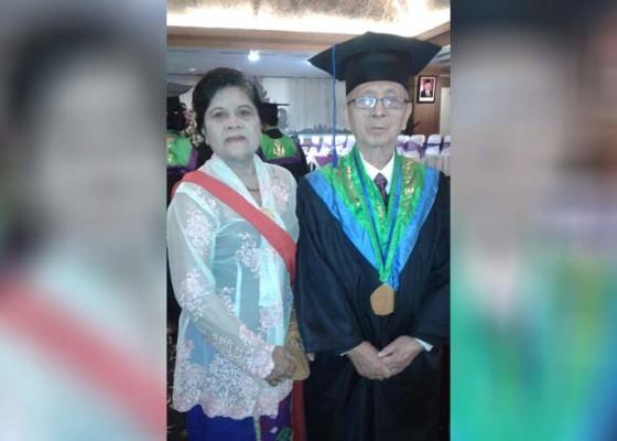 Nusabali.com - dokter-berusia-83-tahun-raih-sarjana-filsafat
