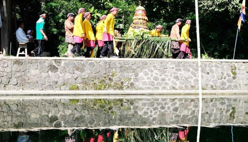 www.nusabali.com-tradisi-nyadran-telaga-bambu