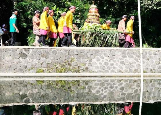 Nusabali.com - tradisi-nyadran-telaga-bambu